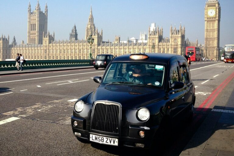 Do Your Cab Booking To London Online