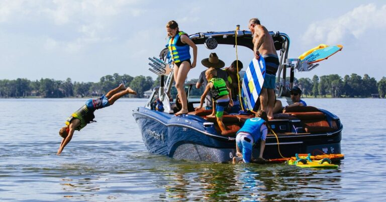 4 Fun Things You Can Do In A Boat Adventure