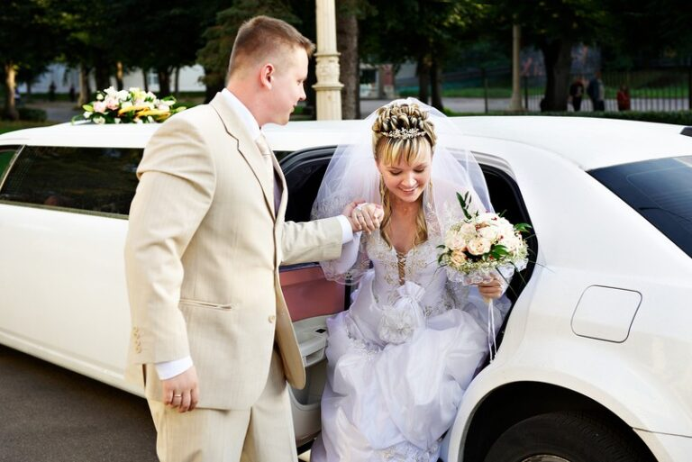 Steps on how to plan the celebration in a wedding with wedding limo